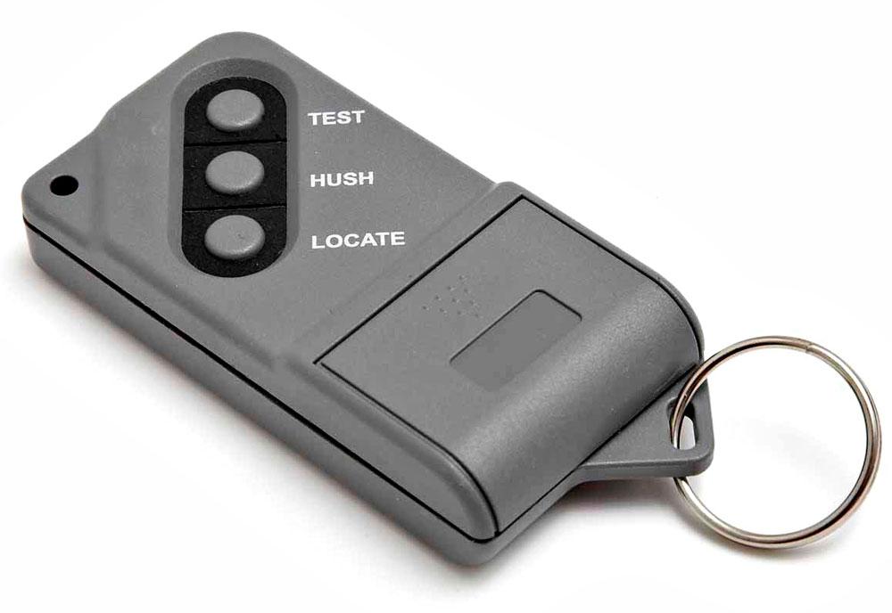 Lisälaitteena sähköverkkoon kytkettäviin varoittimiin on saatavissa kauko-ohjain.