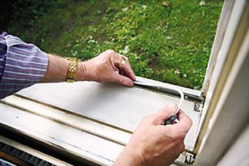 Ulkopuitteen tiivistäminen kohottaa ikkunavälin lämpötilaa ja vähentää sisäikkunoiden kylmänhohkaa