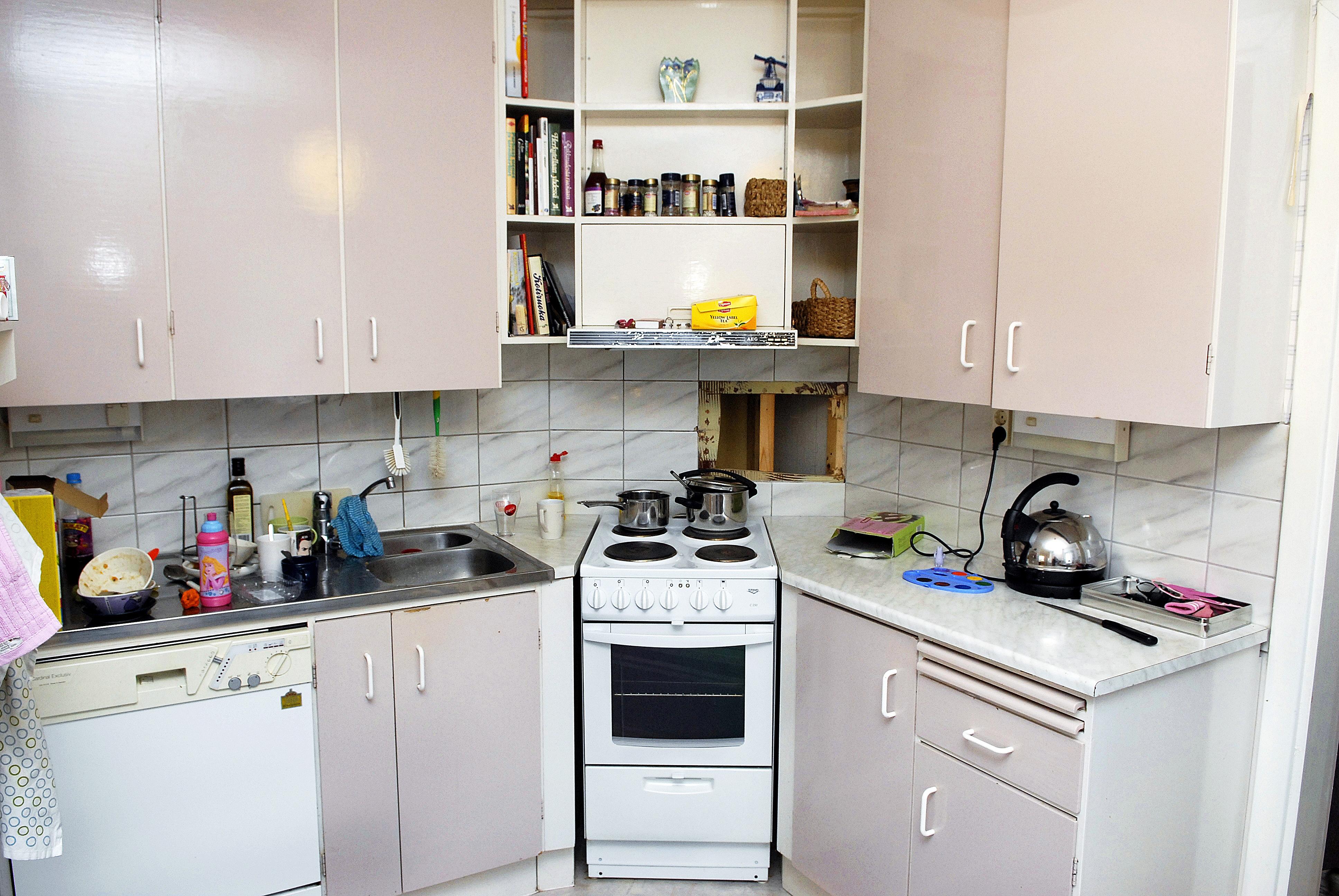 Tältä näytti tyhjennystä odottava keittiö ennen purku- ja remonttitöiden käynnistymistä.