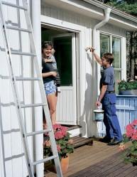 Alkukesä on parasta aikaa maalata talon ulkoseinät.