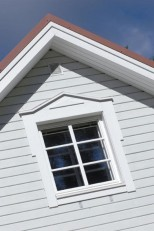 Talon yläkerta ostettiin avoimena, lämpöeristettynä tilana, jonka molemmissa päädyissä oli ikkunat.