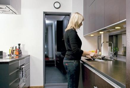 Keittiössä ei ole esillä mitään turhaa.