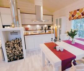 Keittiö, ruokailutila ja olohuone ovat yhtä suurta tilaa.