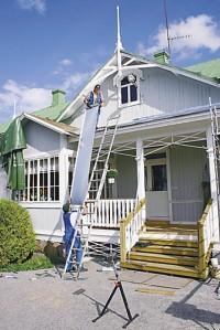 Kattopellit kiinnitetään paikoilleen kattotuolin päälle.