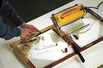 Infrapunalämmöllä toimiva Speedheater on oivallinen apu sekä kittauksen purkamisessa että maalin poistossa.