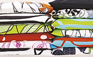Kuviomaailma on hyvin rikas. Kuvassa Marimekon tyynyjä.