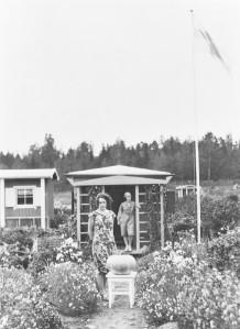 Kumpulan siirtolapuutarhassa sadonkorjuuaikaan 1932.