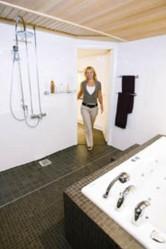 Kylpyhuoneesta tuli remontissa valoisa.