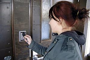 Oven lukitus voidaan hoitaa myös ovipalvelimella