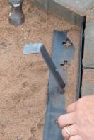 Valley View -reunus kiinnitettiin maahan parinkymmenen sentin pituisilla asennusnauloill