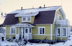 Pintasilausta ja pienimuotoista pihatyötä vaille valmis projekti sijaitsee Sipoon Itäsalmessa