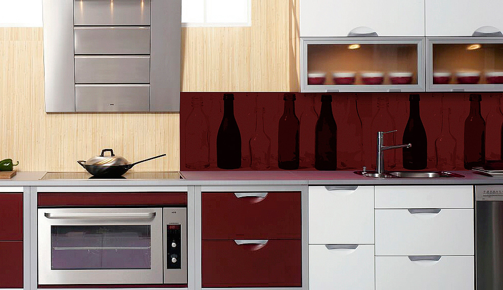 Keittiön välitila, Sisustuskivi kannattaa valaista näyttävästi, Trendikkään ja helppohoitoisen taustan saa painattamalla haluamansa kuvan alumiinille.