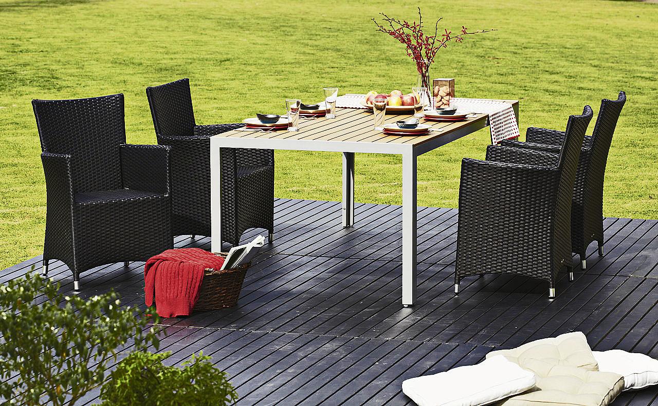 Artwood-pöytä ja Monza-tuolit