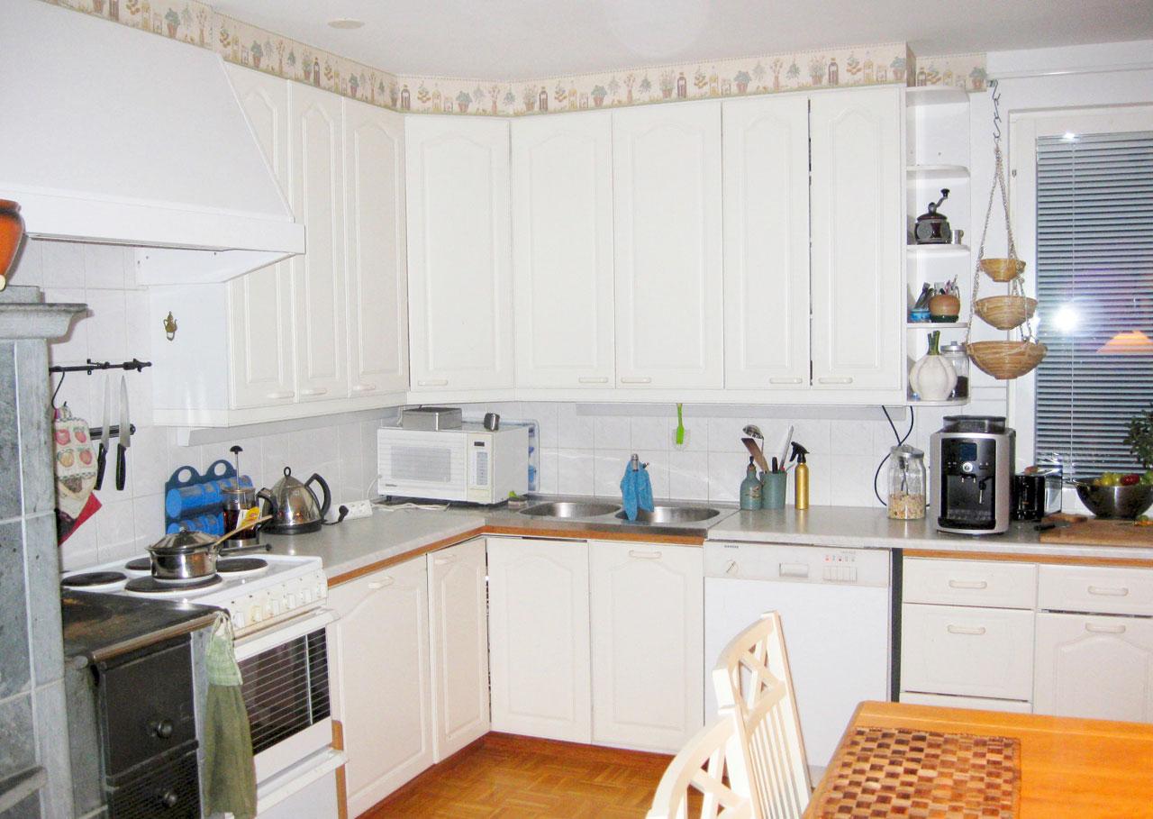 Tältä keittiö näytti ennen remonttia.