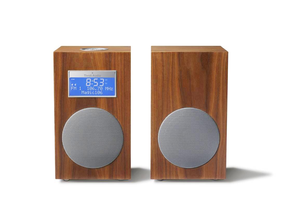 Model 10 -pöytäradio on Tivoli Audion 10-vuotisjuhlamalli.